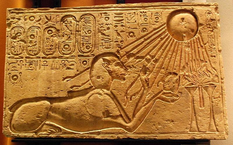 800px-Akhenaten_as_a_Sphinx_(Kestner_Museum)