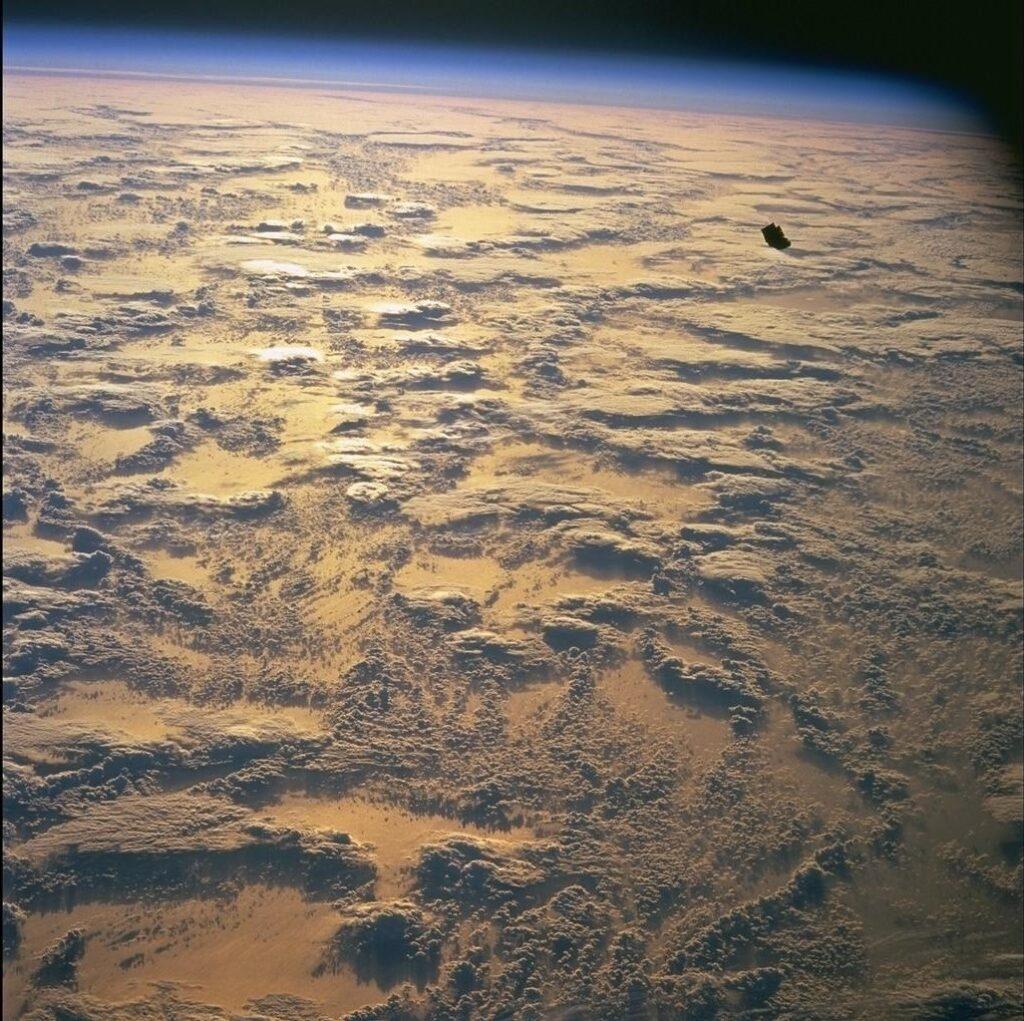 Official image: http://eol.jsc.nasa.gov/scripts/sseop/photo.pl?mission=STS088&roll=724&frame=68