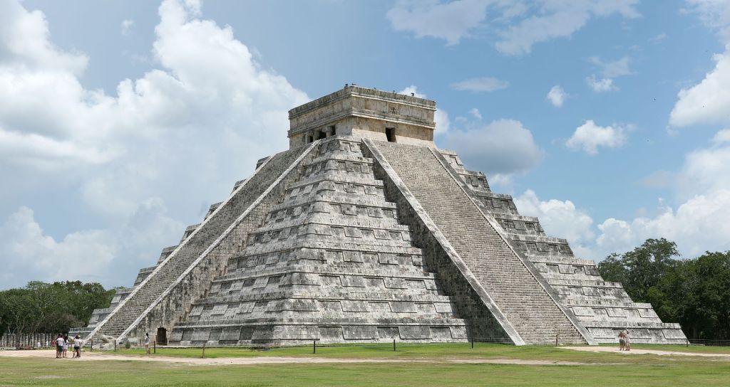 El Castillo (pyramidd of Kukulcán) in Chichén Itzá