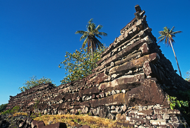 An ancient city has been found in the middle of the ocean 3327-0234-Nan-Madol-Pohnpei