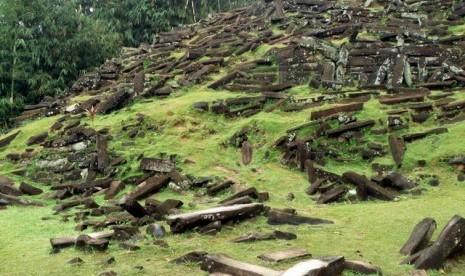 sirus-megalitikum-di-gunung-padang-cianjur-_120502225742-804