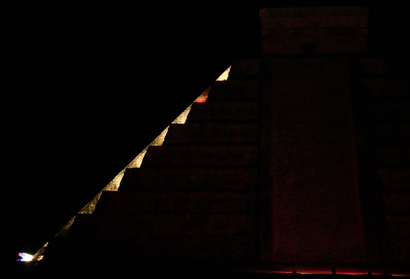 The serpent effect demonstrated during the night show with artificial lighting. Image Credit: Wikimedia Commons