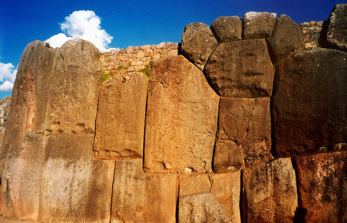 The Secrets of the ancient walls of Sacsayhuaman: complex astronomical calculations thousands of years ago