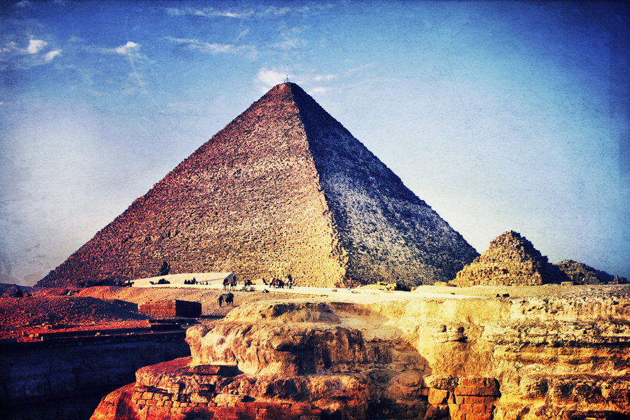 the_great_pyramid_of_giza_by_caie143-d5w9w8k