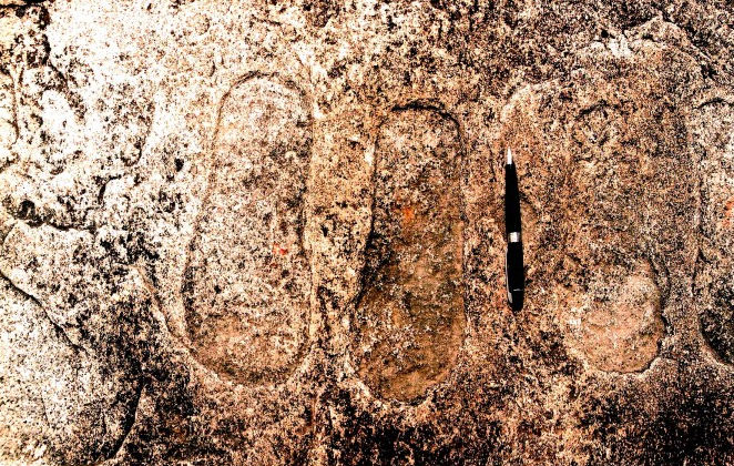 India: Footprints embedded in rock, evidence of ancient astronauts?