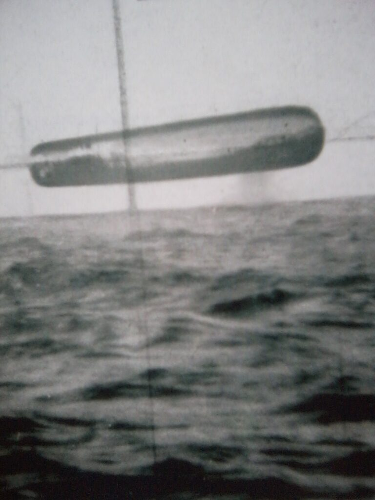 8 Compelling REAL UFO Images photographed from a Navy submarine Image06302015154354-768x1024