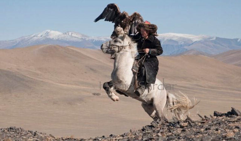 Incredible images of a Magical Mongolian Tribe that Rides Reindeer and Hunts with Eagles