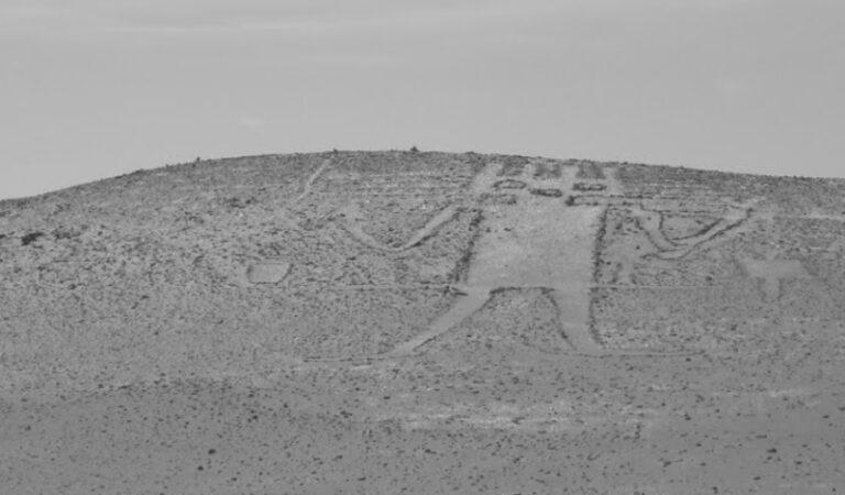 The Atacama Giant: Depicting a 'Sky God'
