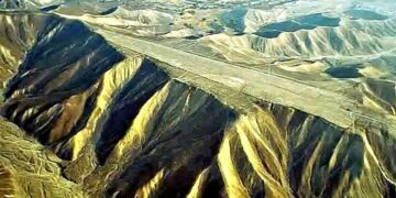 A Nazca mountaintop that appears to have been cut