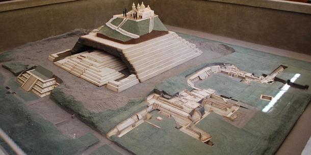 Model of the city and Great Pyramid of Cholula. Cholula Museum, Puebla, Mexico. ( CC BY SA 4.0 )