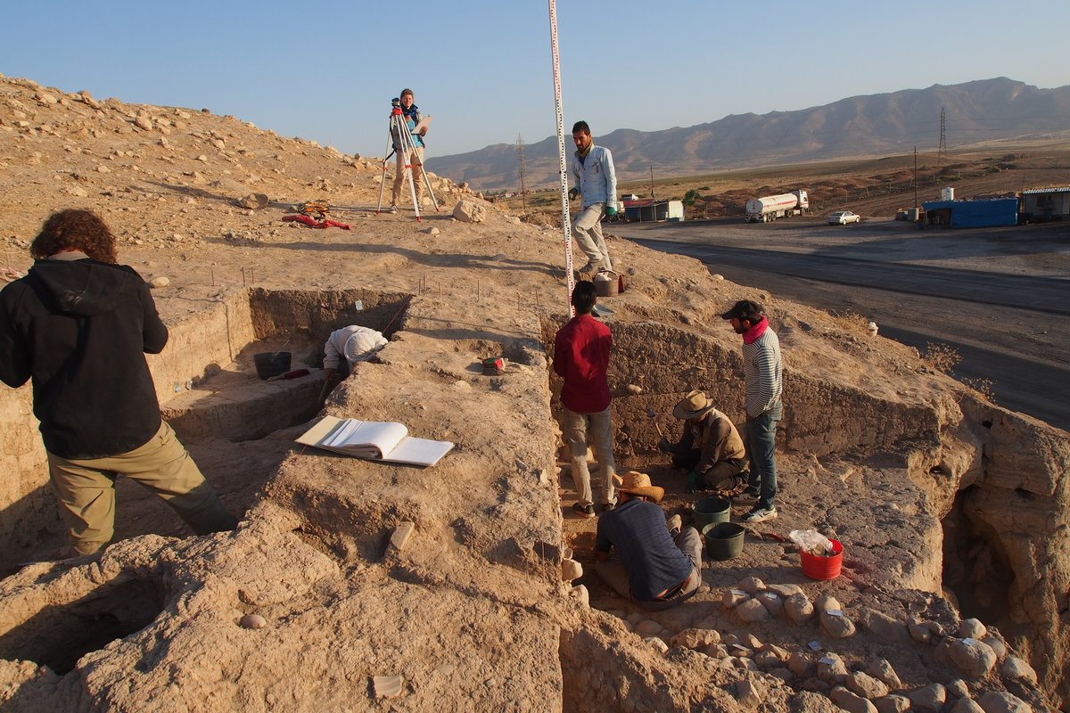Excavating the eastern slope of the upper part of Bassetki, where several fragments of Assyrian cuneiform tablets were discovered. Image Credit: P. Pfälzner