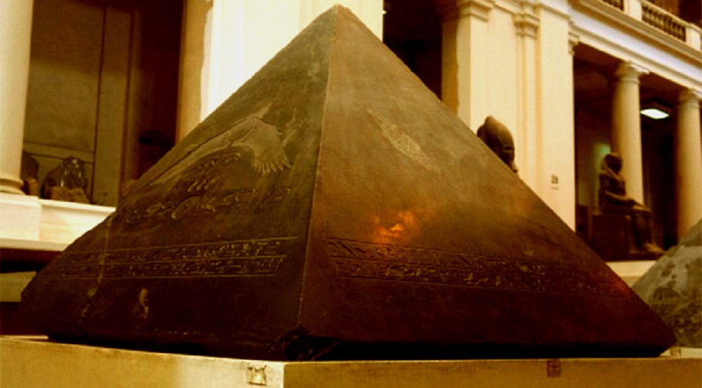 Why is the Great Pyramid of Giza missing a capstone?