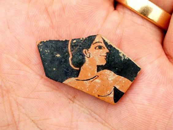 A fragment of red-figure pottery from the late 6th century BC (SIA/EFAK/YPPOA)