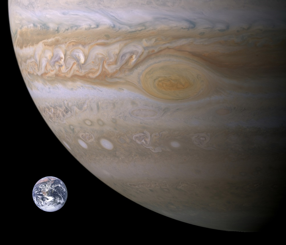 30 images that will make you RECONSIDER your ENTIRE existence Jupiter-Earth-Spot_comparison