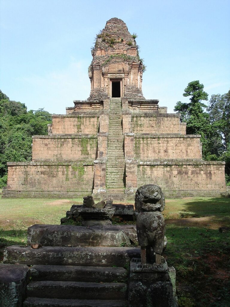 Impossible similarities: Baksei Chamkrong (Cambodia) and Temple of the Great Jaguar (Guatemala)