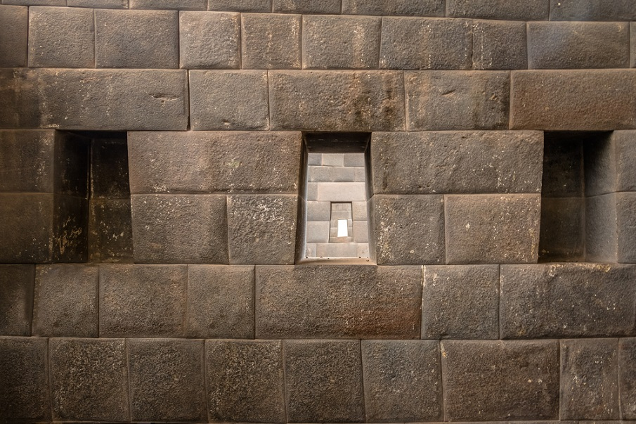 The incredible similarity between the Coricancha Temple in Peru, and the Valley Temple of Egypt