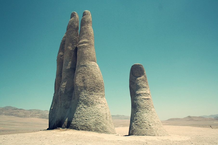 The Atacama desert of Chile hides a MASSIVE hand protruding from the ground Mano-del-Desierto