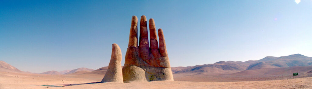 The Atacama desert of Chile hides a MASSIVE hand protruding from the ground ManodelDesiertoPanoramica-1024x293